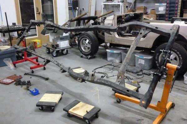 Jeep-Frame-Rotisserie-2